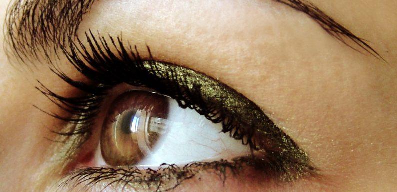 Minusy trwałego makijażu oczu