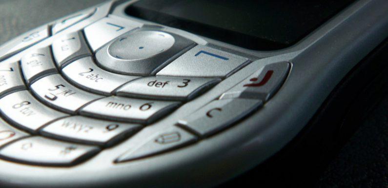 Pierwszy telefon komórkowy
